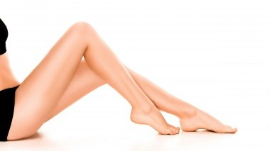 Gambe e piedi pesanti in estate: cause e consigli